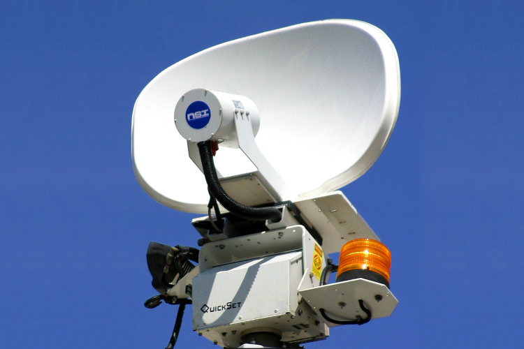 Silhouette High Gain Antenna for Mobile Operations